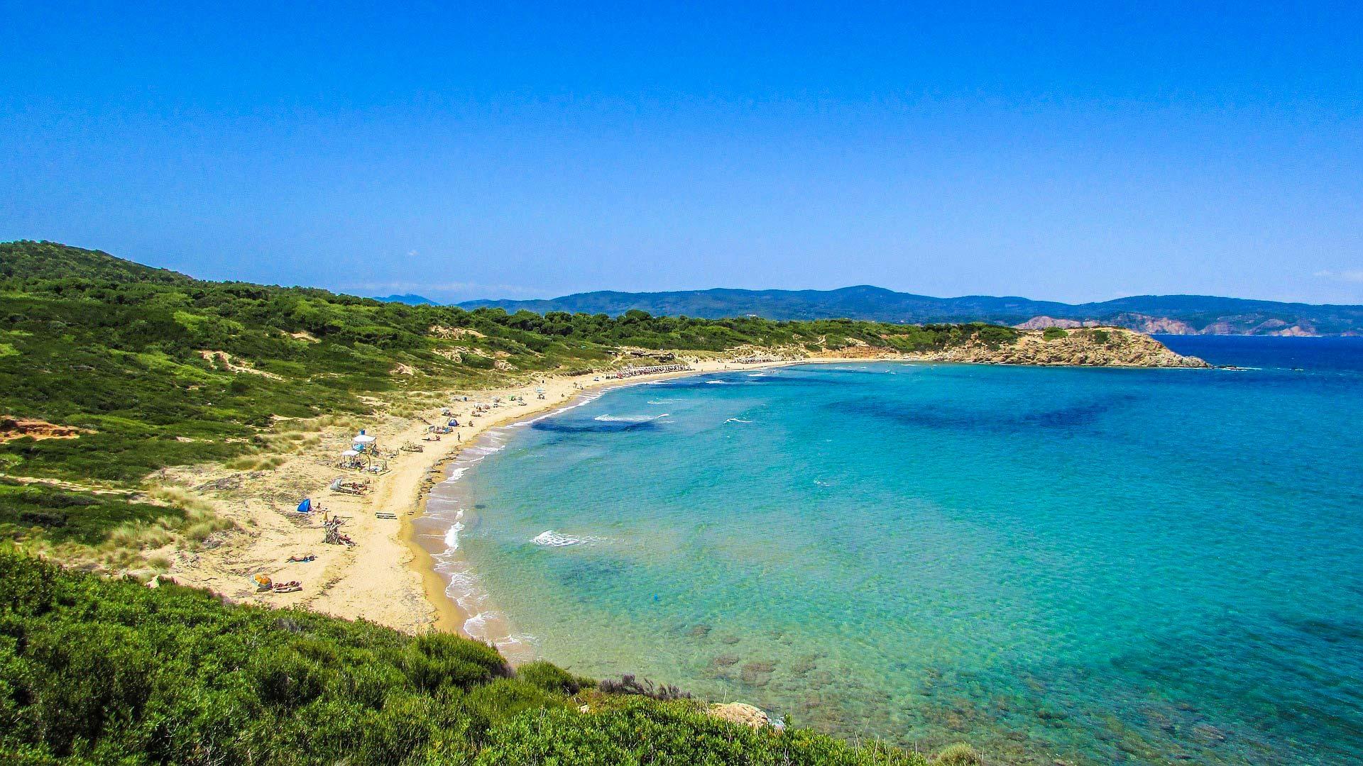Cosa fare a Skiathos: godersi una giornata di relax in spiaggia