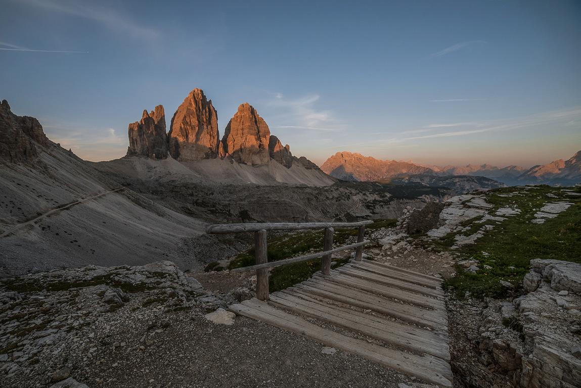 Cosa vdere sulle Dolomiti: Tre Cime di Lavaredo all'alba