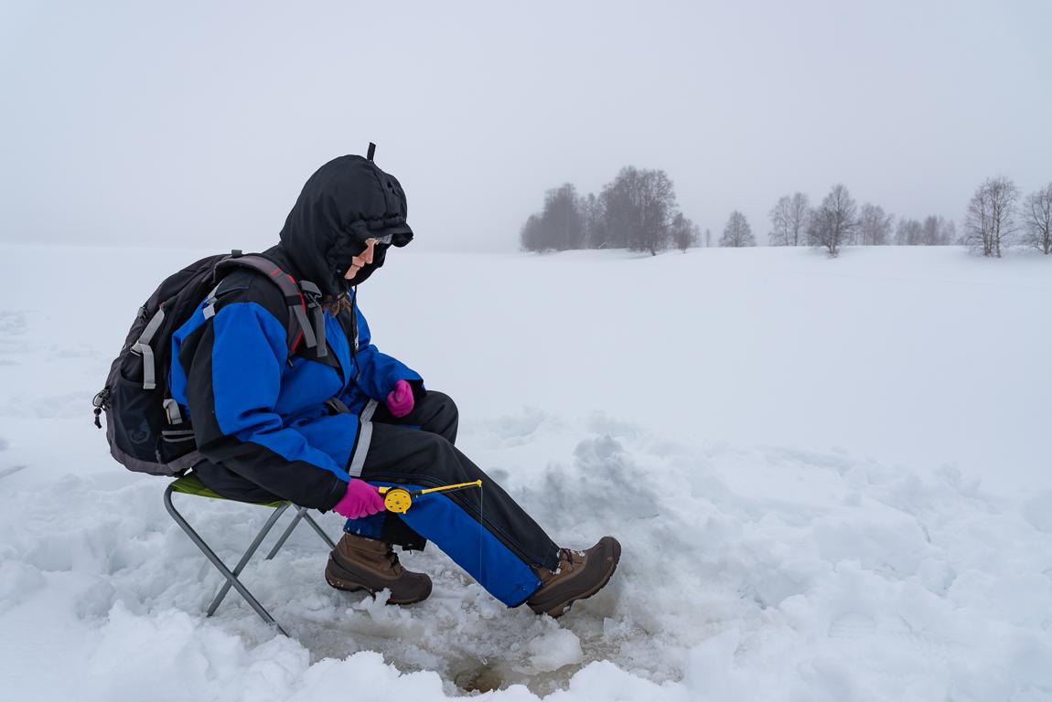 Pesca sul fiume Tornio ghiacciato