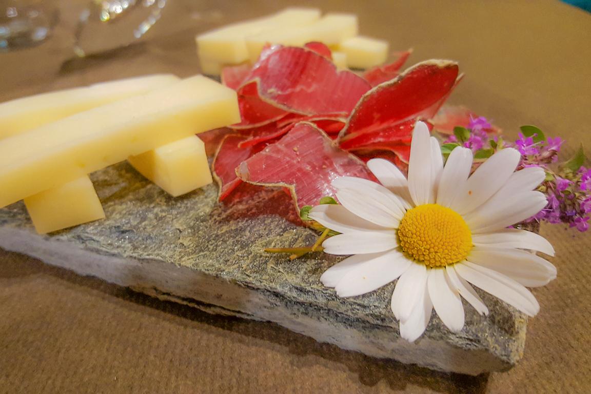 La slinzega della Valchiavenna e i formaggi della Casera di Motta Alta