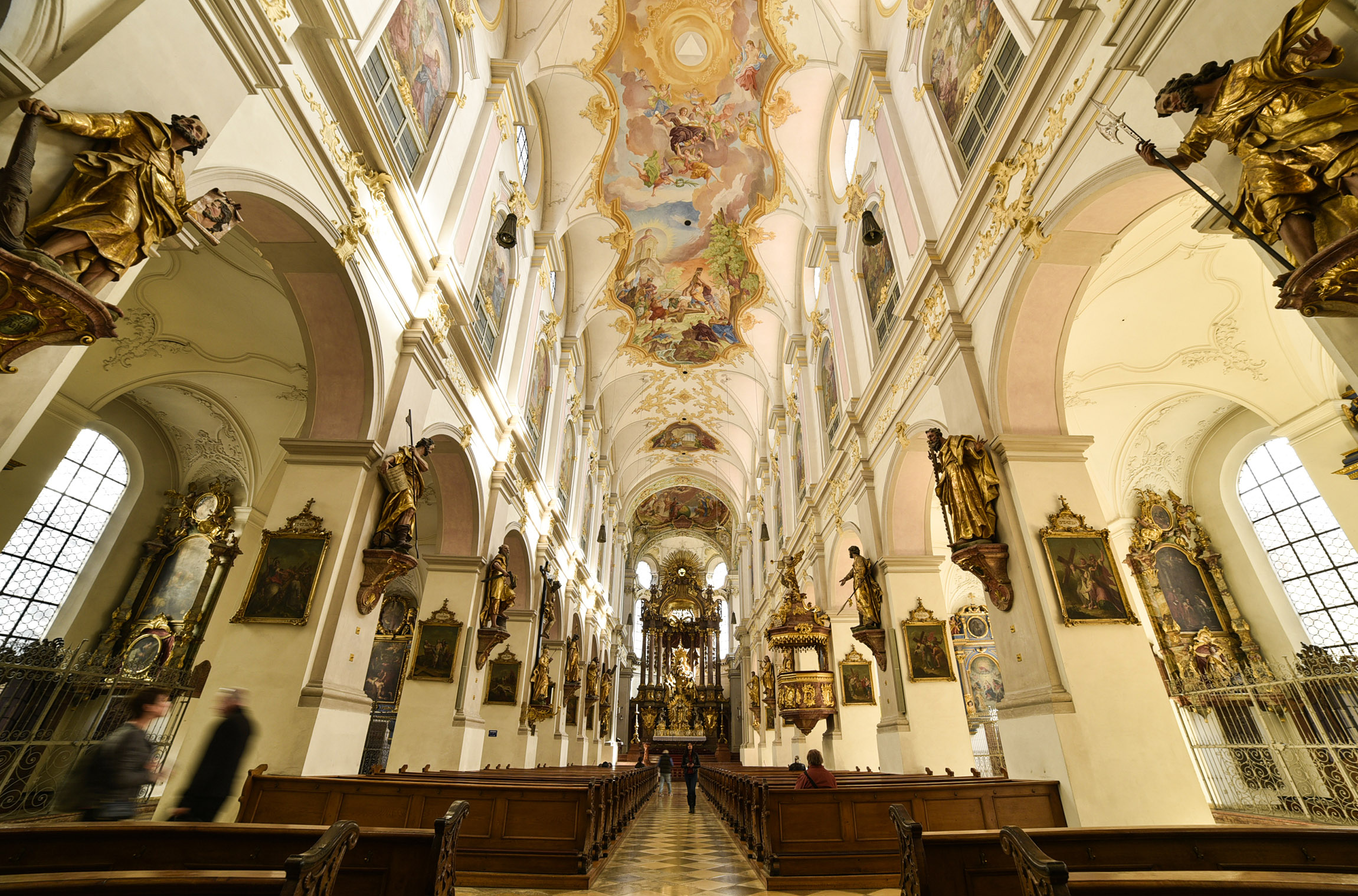 Interno della Chiesa di San Pietro - Monaco di Baviera
