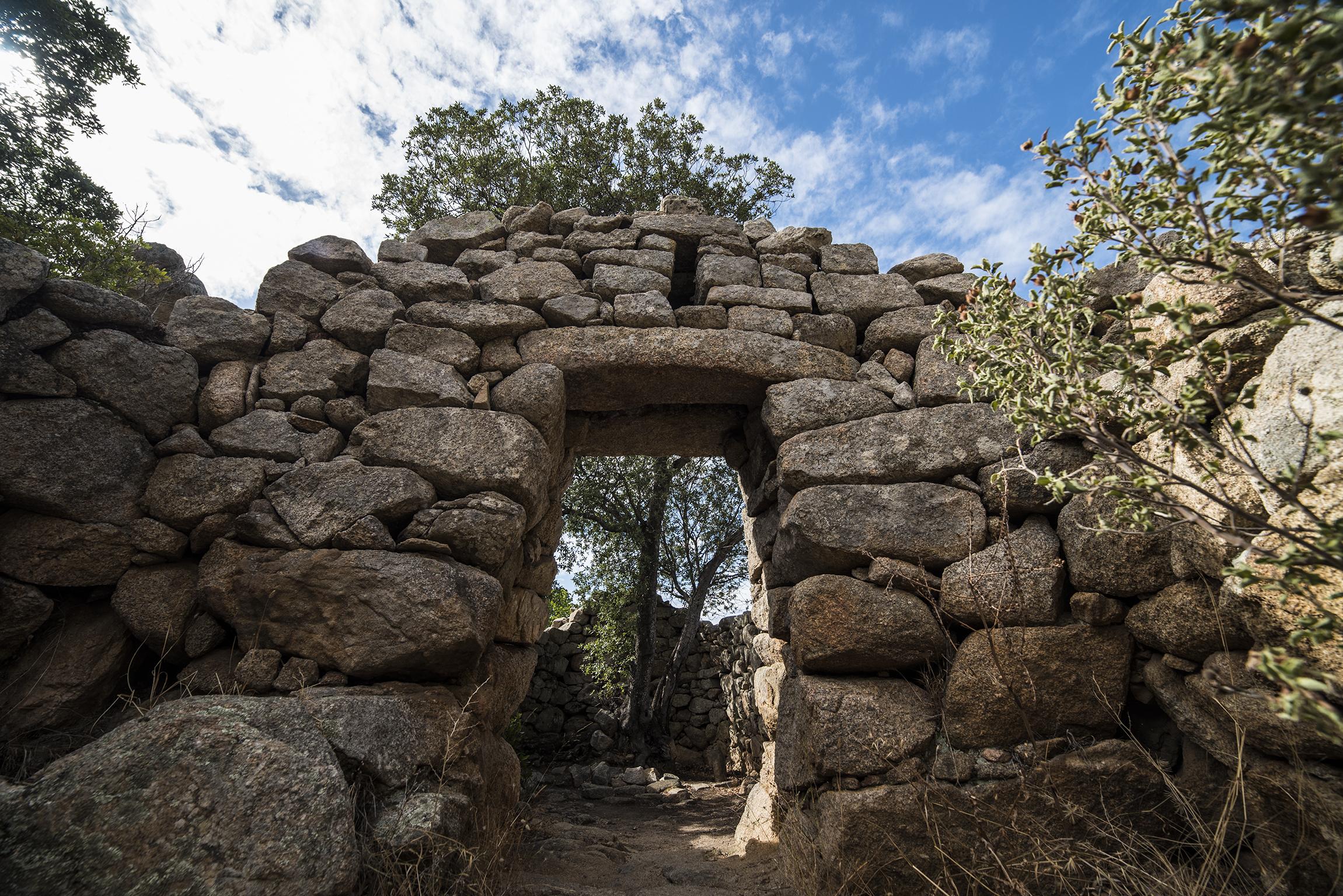 Ingresso architravato del Tempietto di Malchittu - Parco archeologico di Arzachena