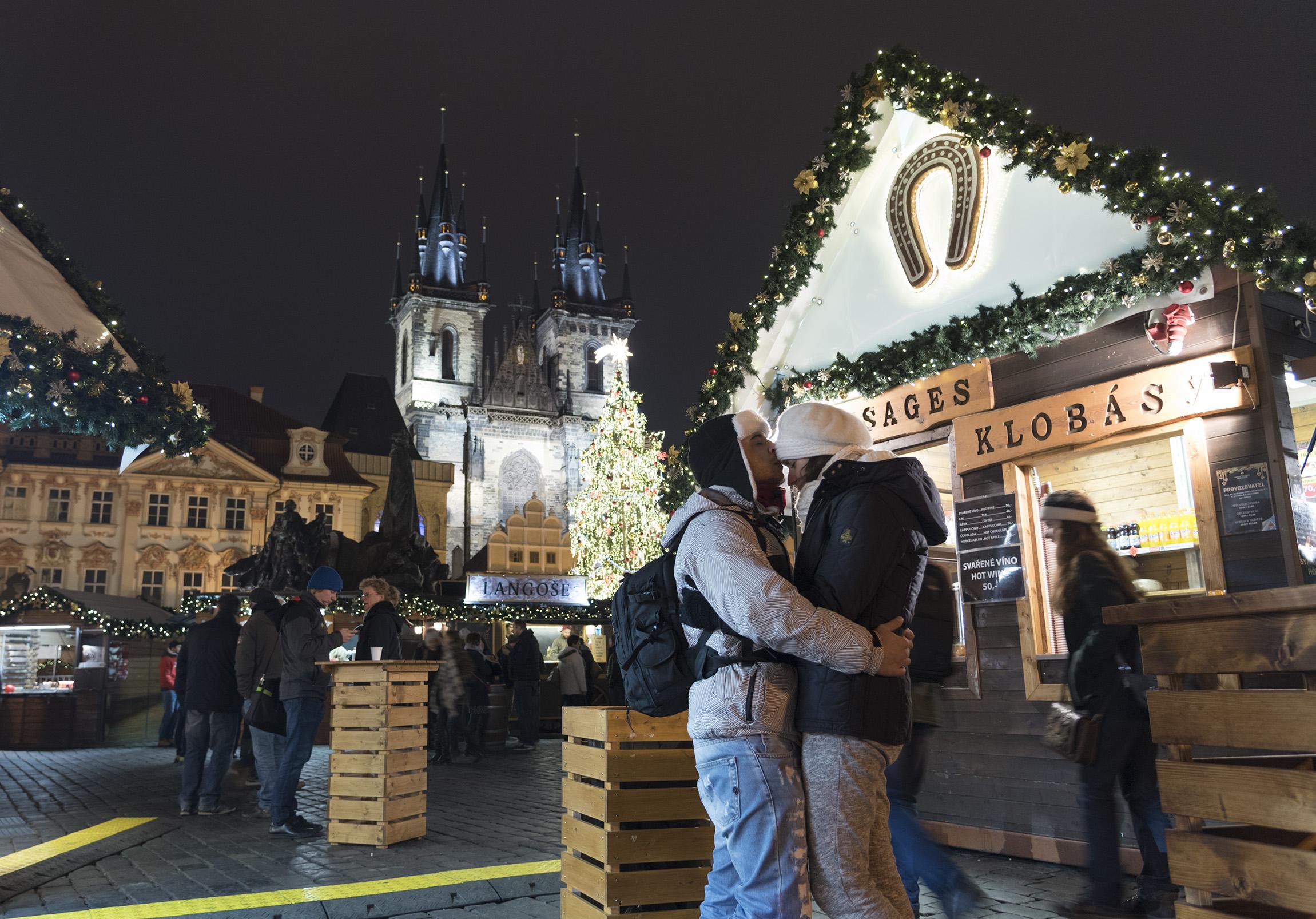 Atmosfere presso i mercatini di Natale di Praga a dicembre