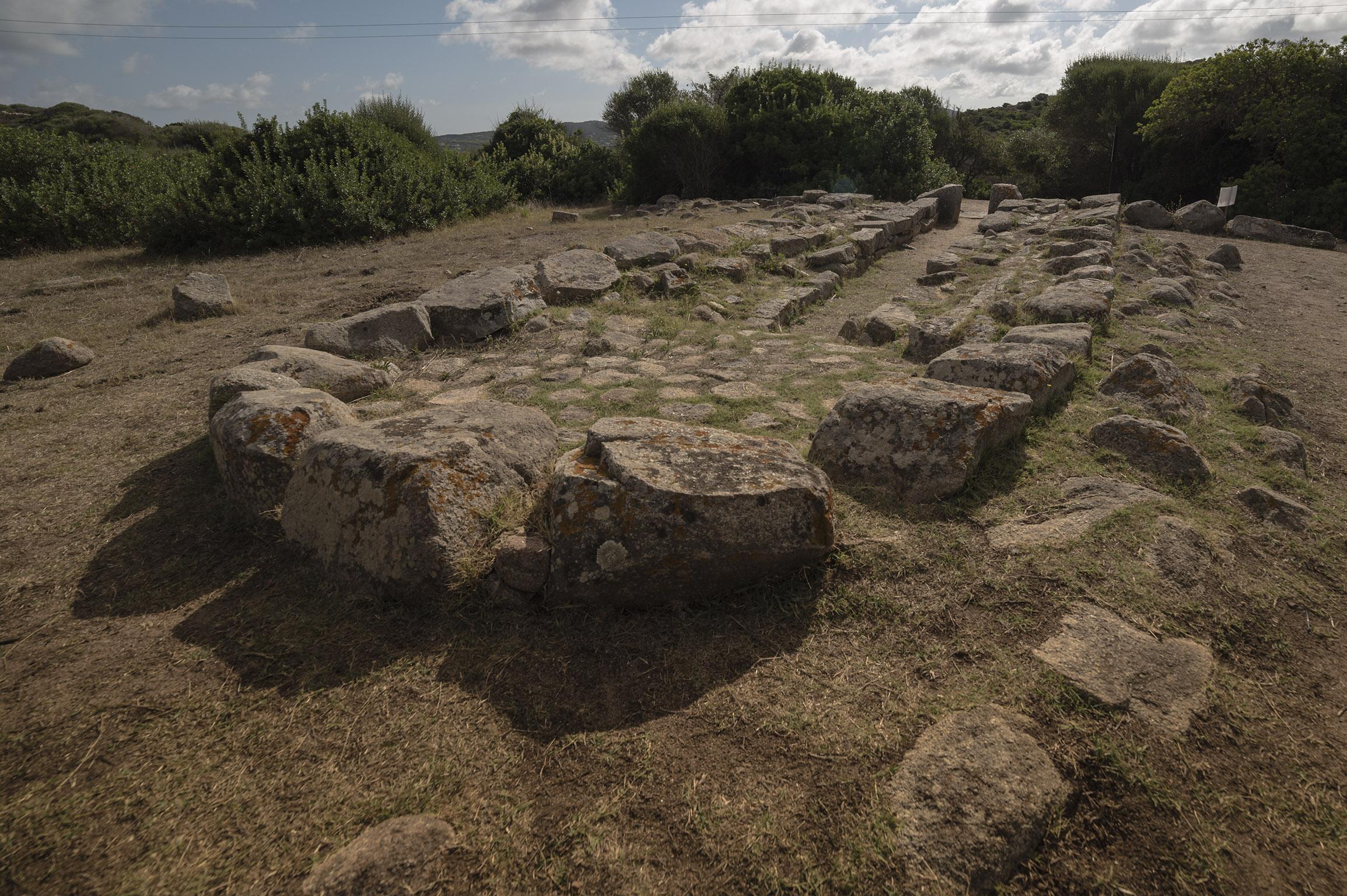Tomba dei Giganti presso il sito archeologico Lu Brandali - Santa Teresa di Gallura