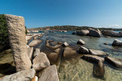 Colonna romana presso la Spiaggia Rena di Levante a Capo Testa