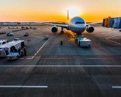 Volo in ritardo: rimborso o risarcimento? Scopriamo i nostri diritti di passeggeri