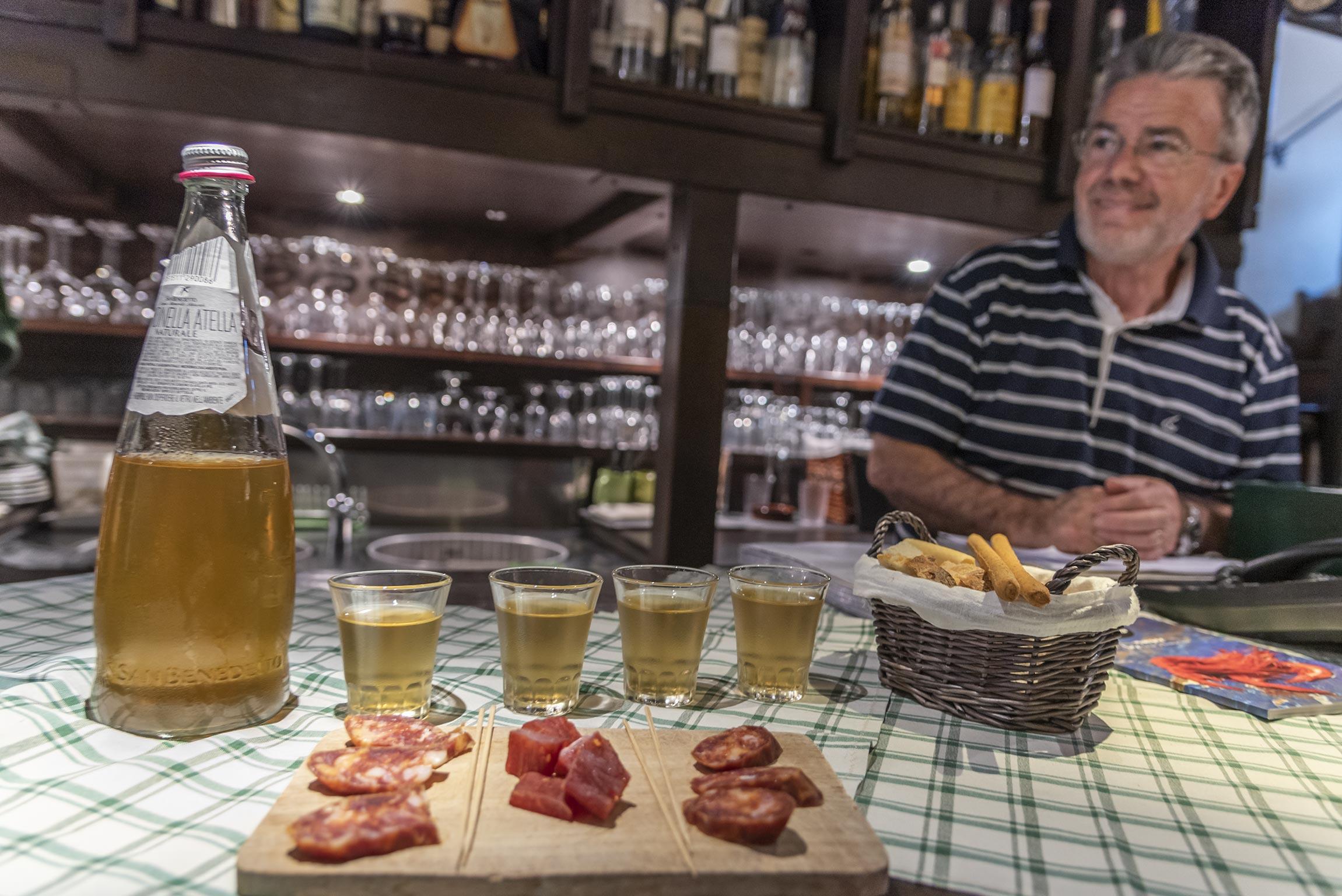 Esperienze a Terracina: aperitivo all'enoteca St. Patrick
