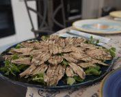 Alici locali al forno condite con olio, sale e timo - Home Restaurant