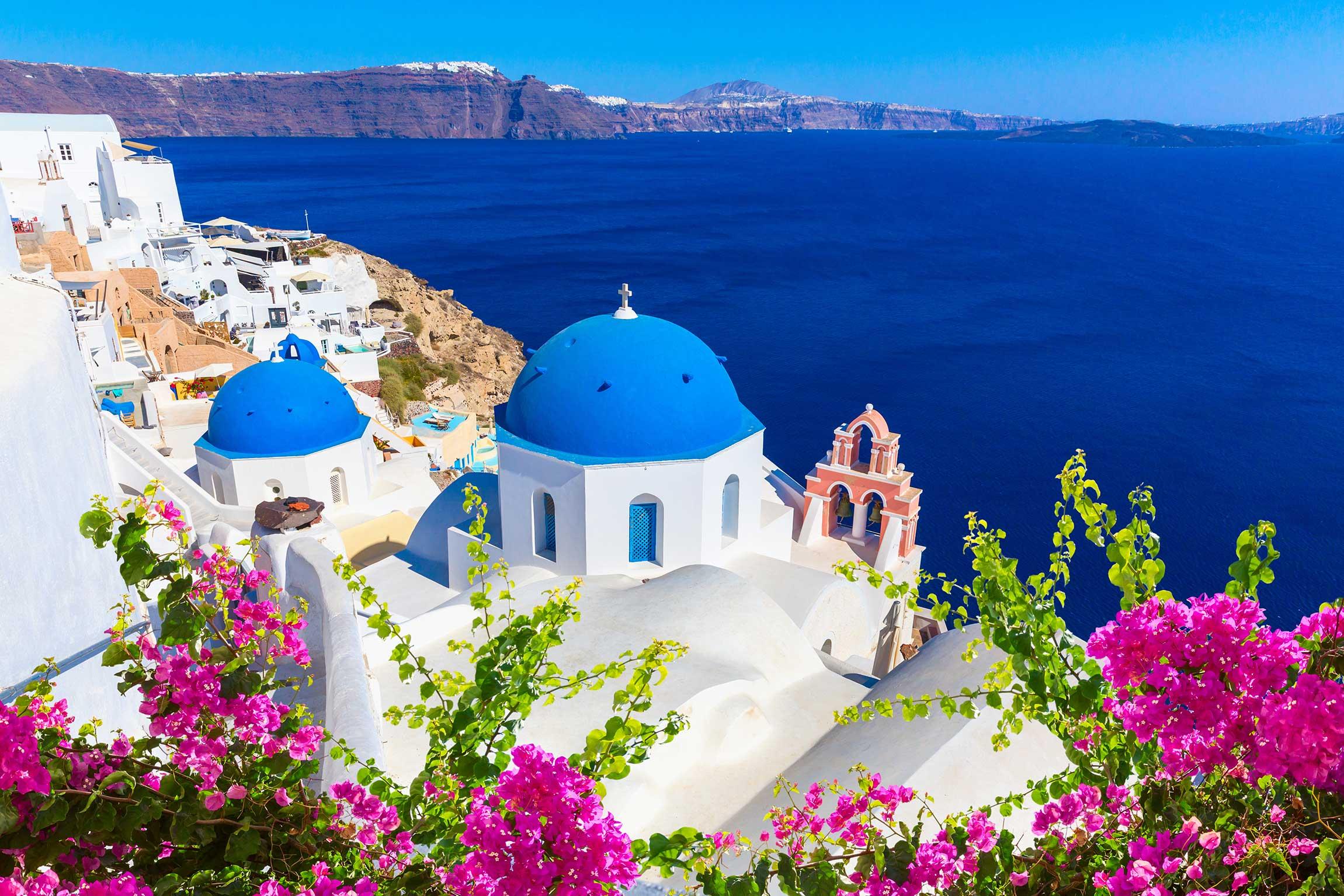 Santorini (Credits: maglara)