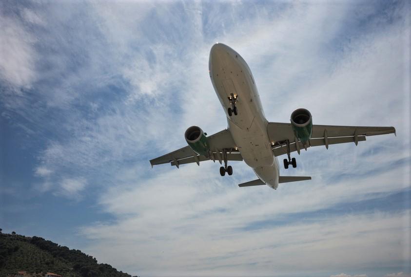 Atterraggio presso l'aeroporto di Skiathos