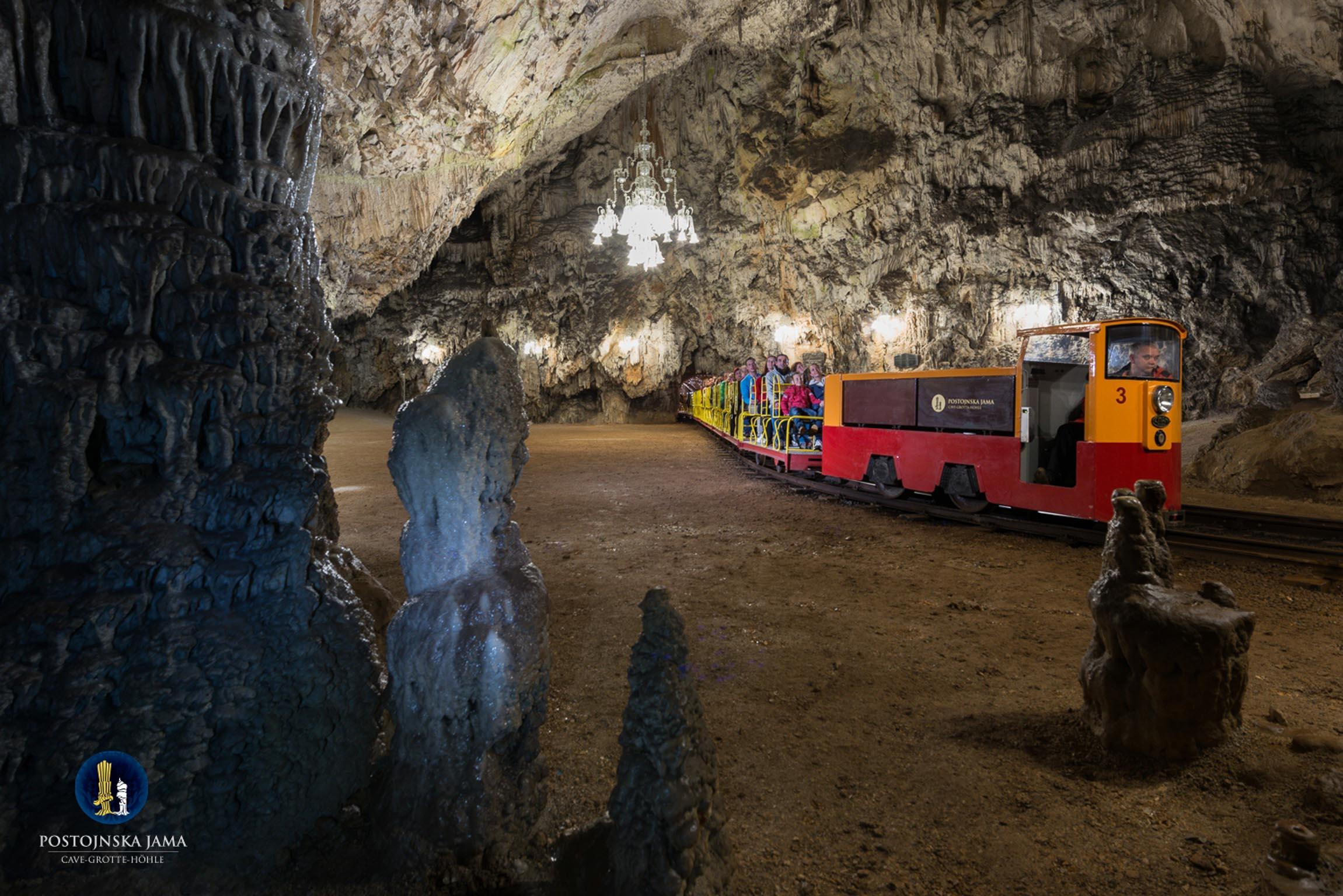 ll trenino sotterraneo delle Grotte di Postumia