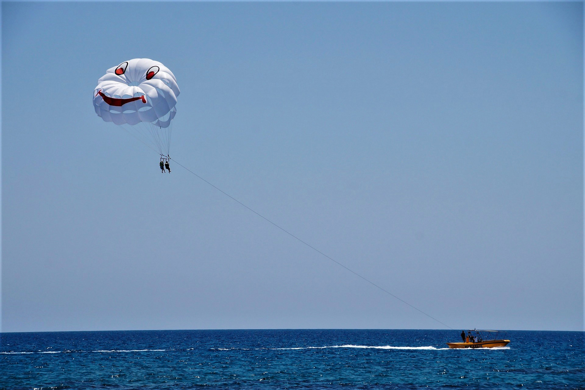 Cosa fare a Skiathos: fare parasailing
