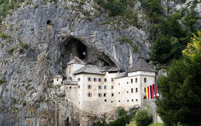 Esterni del Castello di Predjama