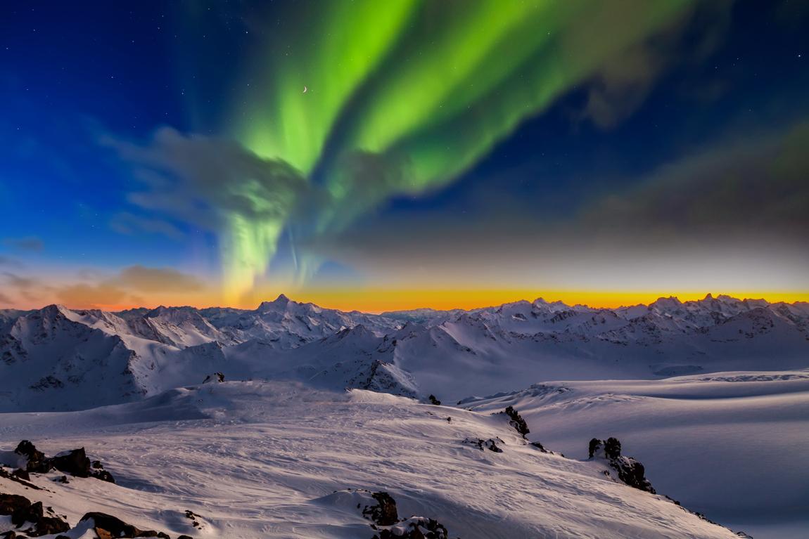 La bellezza di un'aurora boreale al tramonto (Credits Anton Petrus)