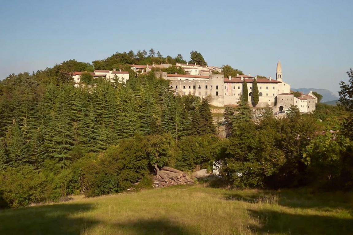 Panoramica di San Daniele del Carso (Credits: stanjel.eu)
