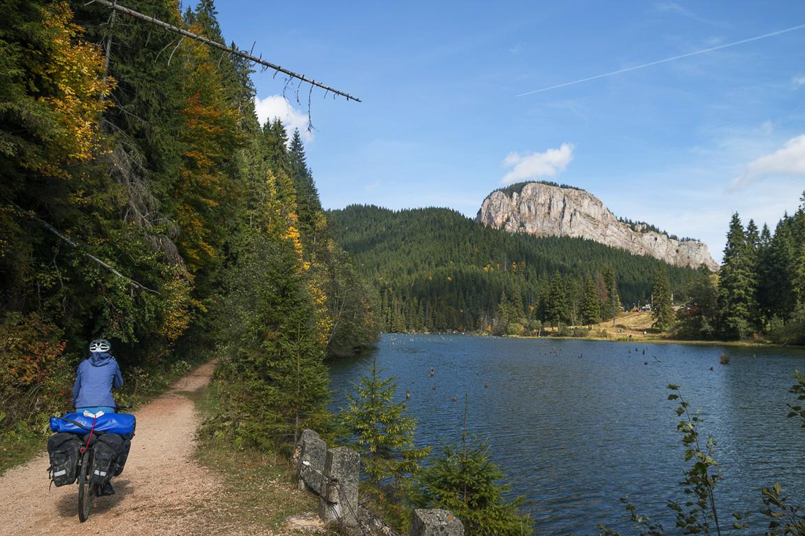 Intervista a Veronica e Leonardo di Life in Travel | #noplansjourney, pedalando sul Lago Rosso, Distretto di Harghita, Romania