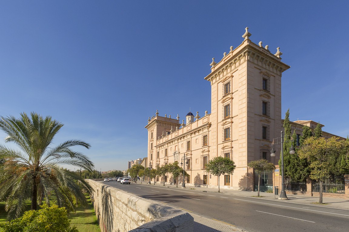 Palazzo del Museo delle Belle Arti di Valencia affacciato sui Giardini del Turia