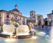Cosa visitare a Valencia: Plaza de la Virgen e sullo sfondo la Cattedrale di Valencia con il Miguelete